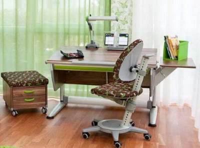Стол для детской комнаты.